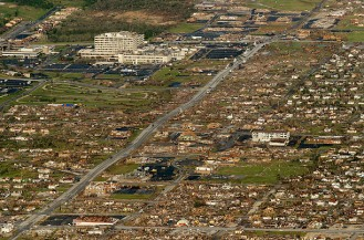 https://moemaka.files.wordpress.com/2011/05/joplin_tornado_34.jpg?w=300